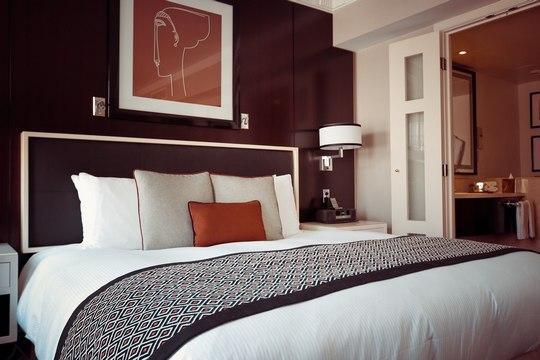 Dezynfekcja materacy, zasłon, tapicerek w hotelach.