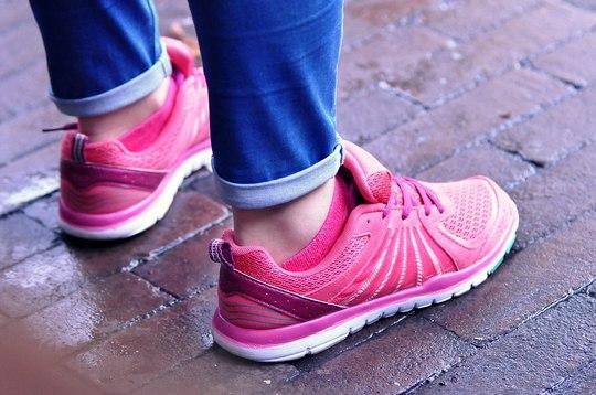 Przykry zapach z butów. Nieprzyjemny zapach obuwia.